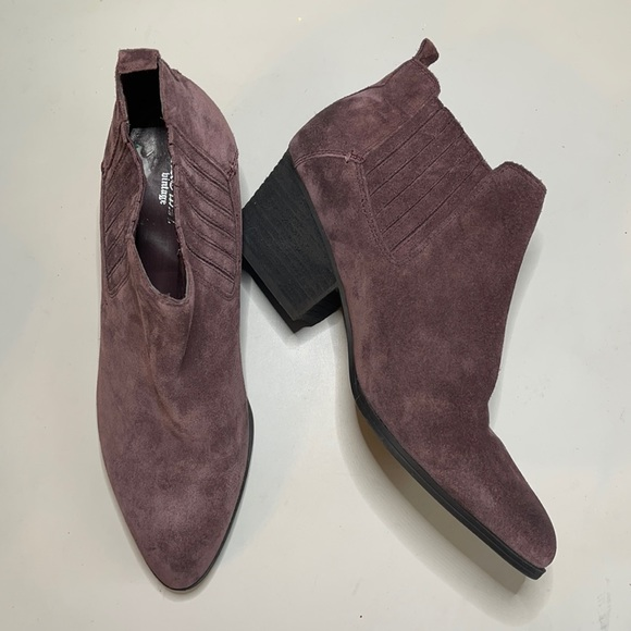Crown Vintage lavender suede ankle boots size 10M